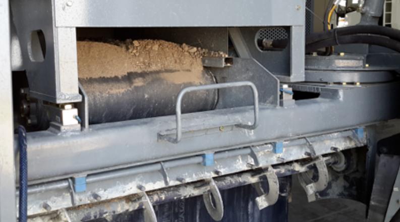 Mobile concrete processing plant
